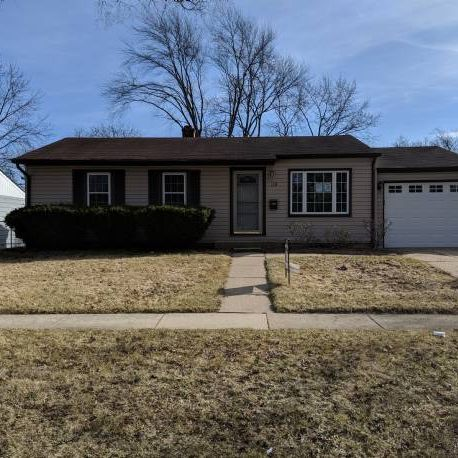 Buffalo Grove EZ flip or Hold opportunity.