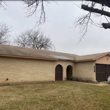 Off Market Brick 3/2/2 in North Richland Hills.